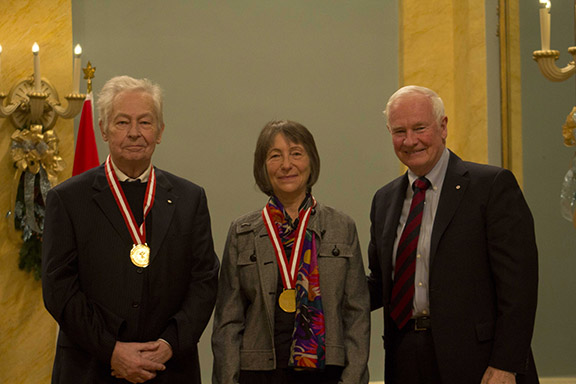 François-Marc Gagnon, Nancy Senior et Son Excellence le très honorable David Johnston, Gouverneur Général du Canada de l'époque.