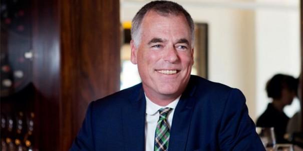 Peter Simons, président et directeur général de la Maison Simons et grand responsable de l'intégration de l'art dans les différentes succursales à travers le pays
