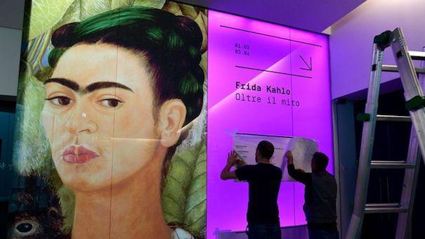 a-l-entree-de-l-exposition-consacree-a-l-artiste-frida-kahlo-le-31-janvier-2018-au-musee-de-la-culture-de-milan_6012086